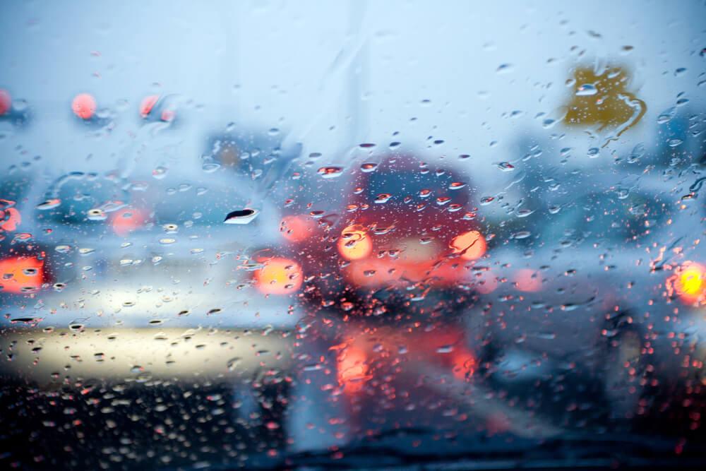 dirigindo-na-chuva-6-boas-praticas-para-aumentar-a-seguranca.jpeg